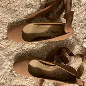 BAMBOO Shoes - Bamboo tan heels size 8